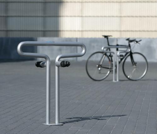 Велосипед на велопарковке Berliner