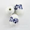 """Бусина фарфоровая овальная """"Незабудки"""", цвет - белый с синим, 18х14 мм"""