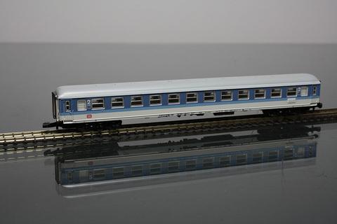 Вагон скорого поезда 2кл., тип BimDB MARKLIN 8744
