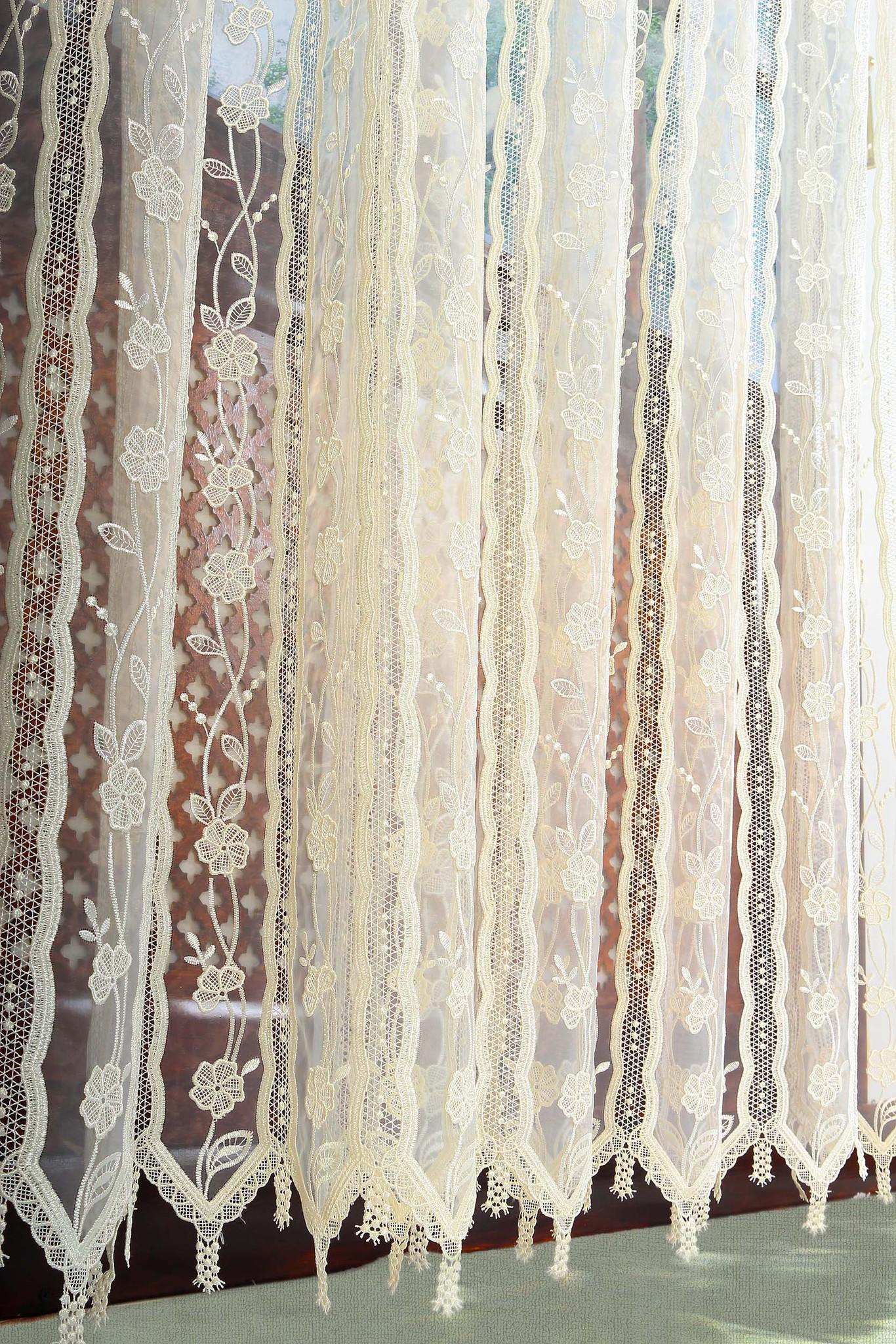 Купить шторы из органзы с вышивкой