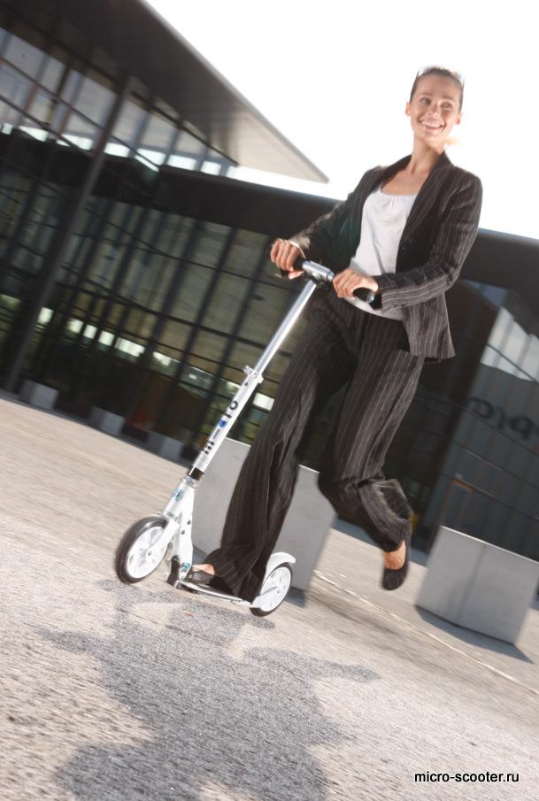 micro=scooter Micro White. Двухколесный самокат для взрослых.