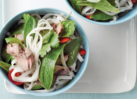 https://static12.insales.ru/images/products/1/3333/14855429/beef_and_rice_noodles_salad2.jpg