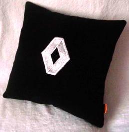 Подушка автомобильная с логотипом RENAULT