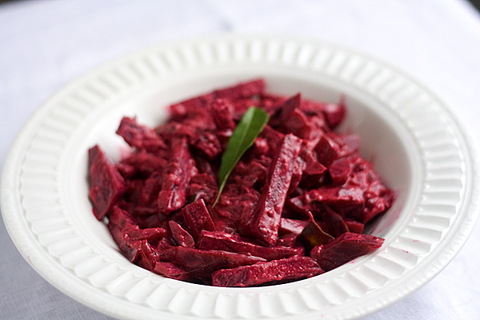 https://static12.insales.ru/images/products/1/3481/16485785/beetroot_curry.png