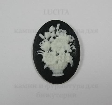"""Камея """"Корзина с цветами """" белого цвета на черном фоне 25х18 мм"""