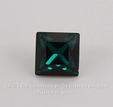 4428 Ювелирные стразы Сваровски Emerald (8х8 мм)