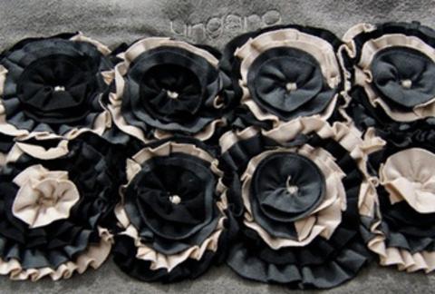 Элитный коврик для ванной Roses черный от Emanuel Ungaro