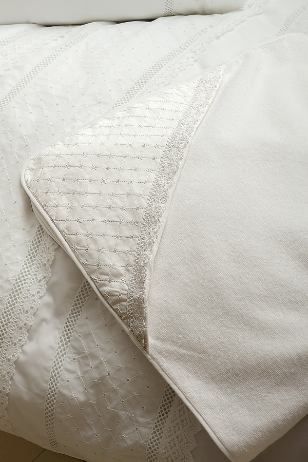 Полотенца Полотенце детское 100х100 Bovi Carol с капюшоном белое detskoe-polotentse-mahrovoe-s-kapyushonom-carol-ot-bovi-portugaliya.jpg