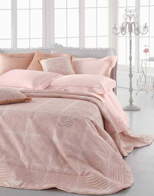 Покрывала Покрывало 270х270 Blumarine Lafayette розовое elitnoe-pokryvalo-lafayette-rozovoe-ot-blumarine-italiya.jpg