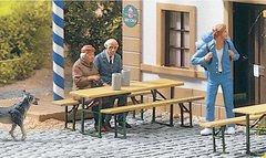 PIKO 62282 Пивной комплект (стол и 2 скамейки) и 3 садовые скамейки, 1:22,5
