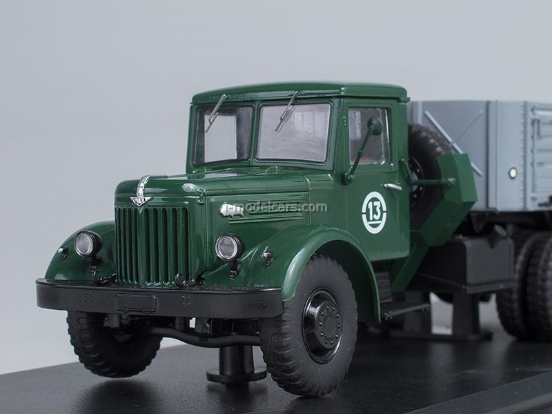 MAZ-200V with semitrailer MAZ-5215 1:43 Start Scale Models (SSM)