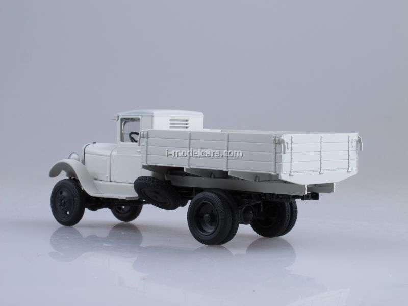 ZIS-32 board white 1:43 Nash Avtoprom