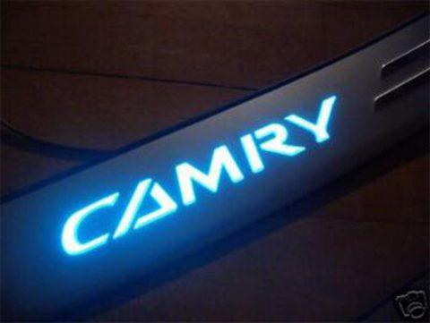 Светящиеся накладки порогов Toyota Camry 02+ (light up)