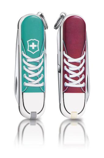 "Нож-брелок Victorinox Classic LE 2012, 58 мм, 7 функ, ""Sneakers""  (0.6223.L1210)"