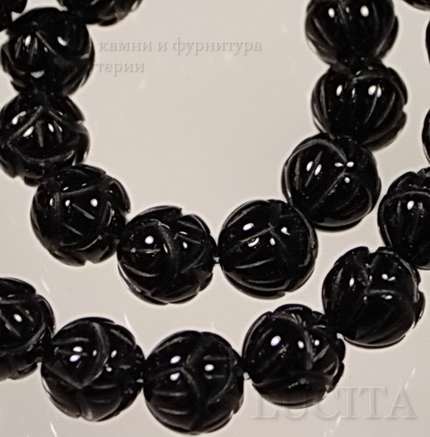 Бусина Агат (тониров), шарик резной, цвет - черный, 10 мм, нить ()