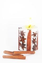 Свеча-эко ручной работы SPICY DREAMS с корицей и звездочками аниса, d 8 h 8 см/ круглая TM Aromatte