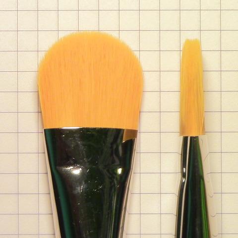 Кисточка для тона №18 с ручкой махагон