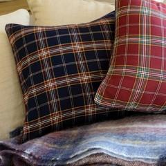 Элитная подушка декоративная Signature темно-синяя от Casual Avenue