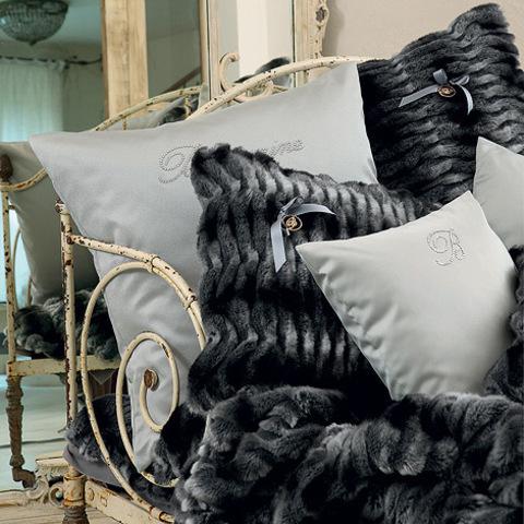 Элитная подушка декоративная из искусственного меха Madame от Blumarine