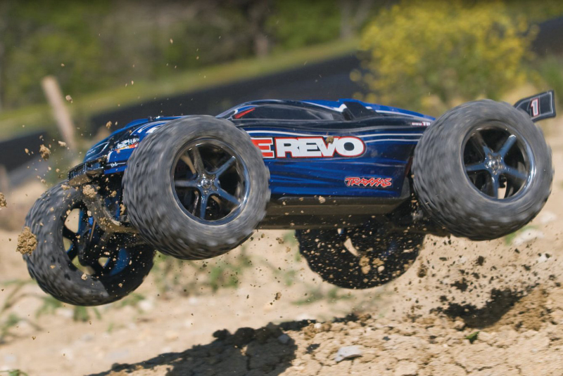 Traxxas E-Revo 1/10 4WD RTR + NEW Fast Charger