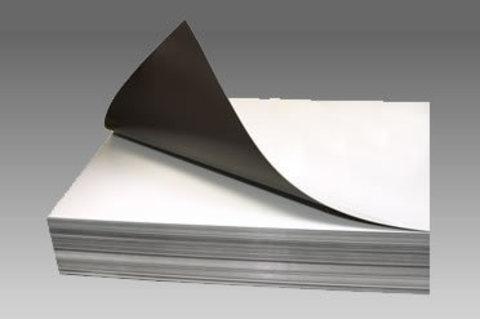Магнитный лист с клеем толщиной 0.7 мм размер А4