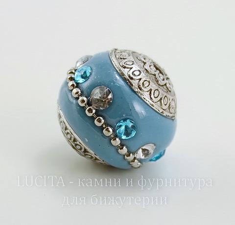 """Бусина """"Индонезийская"""" ручной работы голубая с прозрачными и голубыми стразами, 19 мм"""