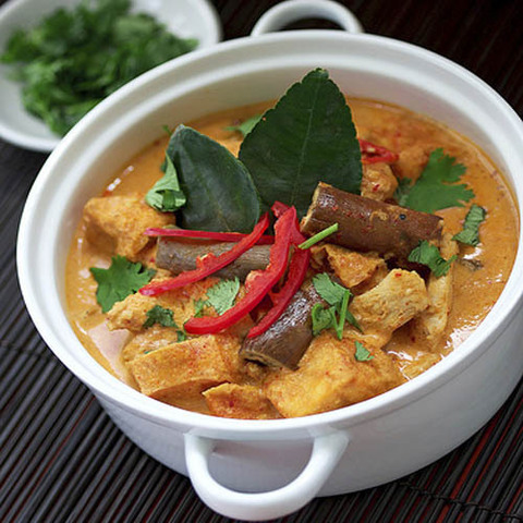 https://static12.insales.ru/images/products/1/6218/41236554/red_curry_chicken.jpg