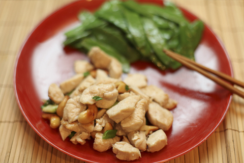 https://static12.insales.ru/images/products/1/6268/11139196/Chicken_with_ceshew_new_year.jpg