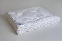 Одеяло Коллекции  Элисон  в сатине искусственный  лебяжий пух. Легкое,