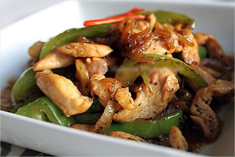 https://static12.insales.ru/images/products/1/6438/9689382/0540734001340808030_chicken_in_pepper_sause.jpg