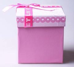Коробка подарочная куб Love с розовой атласной лентой 494967
