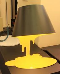 лампа liquide лампа черно-желтая