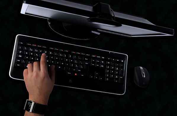 LOGITECH K800 Wireless Illuminated