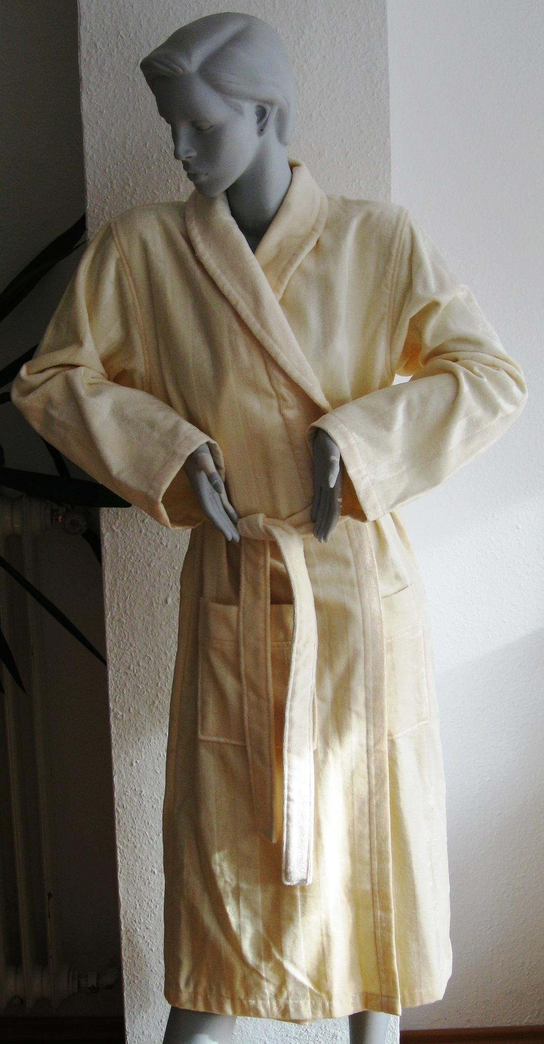 Элитный халат велюровый Sissi бежевый от Vossen