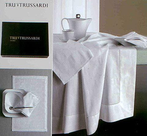 Элитная скатерть и комплект салфеток Gentry от Trussardi