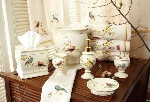 Элитная шторка для ванной Gilded Birds от Avanti