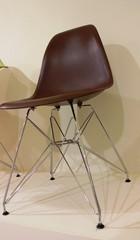 стул eams dsr коричневый