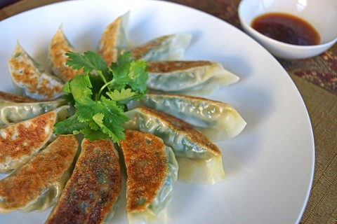 https://static12.insales.ru/images/products/1/7304/19397768/gyoza_with_shrimps.jpg