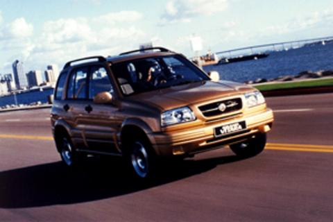 Защита передних фар серебристая Suzuki Grand Vitara 1998- (238050S)