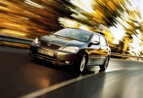 Защита передних фар карбон Toyota Corolla Hatch 2004- (EGR-1050CF)