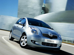 Защита передних фар карбон Toyota Yaris 2006- (EGR-1052CF)