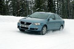 Защита передних фар карбон Volkswagen Passat 2006- (EGR-4828CF)