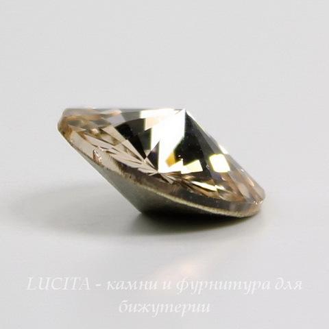 1122 Rivoli Ювелирные стразы Сваровски Silk (14 мм) ()