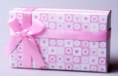 Подарочная коробка с нежно-розовым бантом 818493