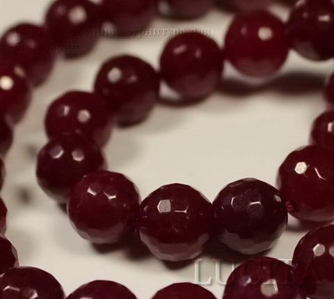Бусина Жадеит, шарик с огранкой, цвет - вишневый, 10 мм, нить ()