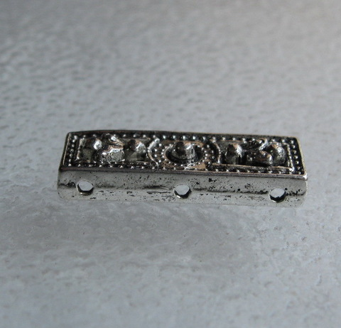Разделитель на 3 нити (цвет - античное серебро) 26х9х4 мм ()