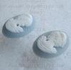 """Камея """"Девушка"""" белого цвета на голубом фоне - пара камей 18x13 мм ()"""