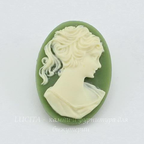 """Камея """"Девушка"""" цвета слоновой кости на зеленом фоне 25х18 мм ()"""