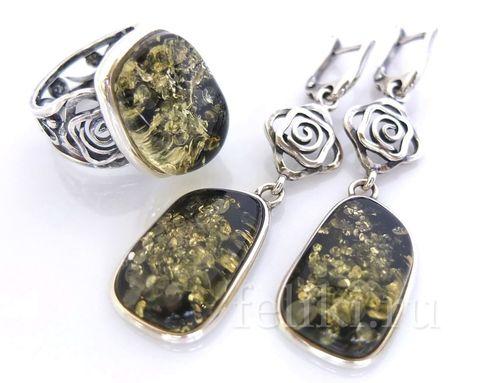 комплект из серебра с зеленым янтарем (серьги и кольцо)