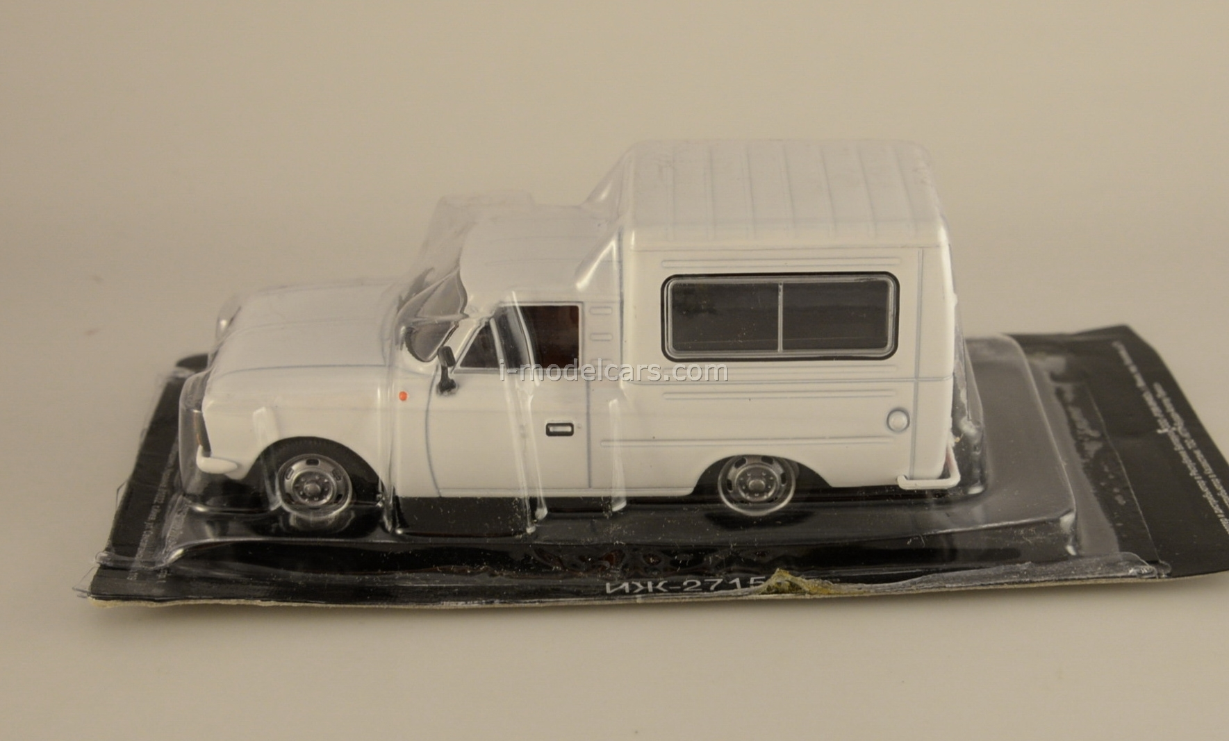 IZH-27156 white 1:43 DeAgostini Auto Legends USSR #76